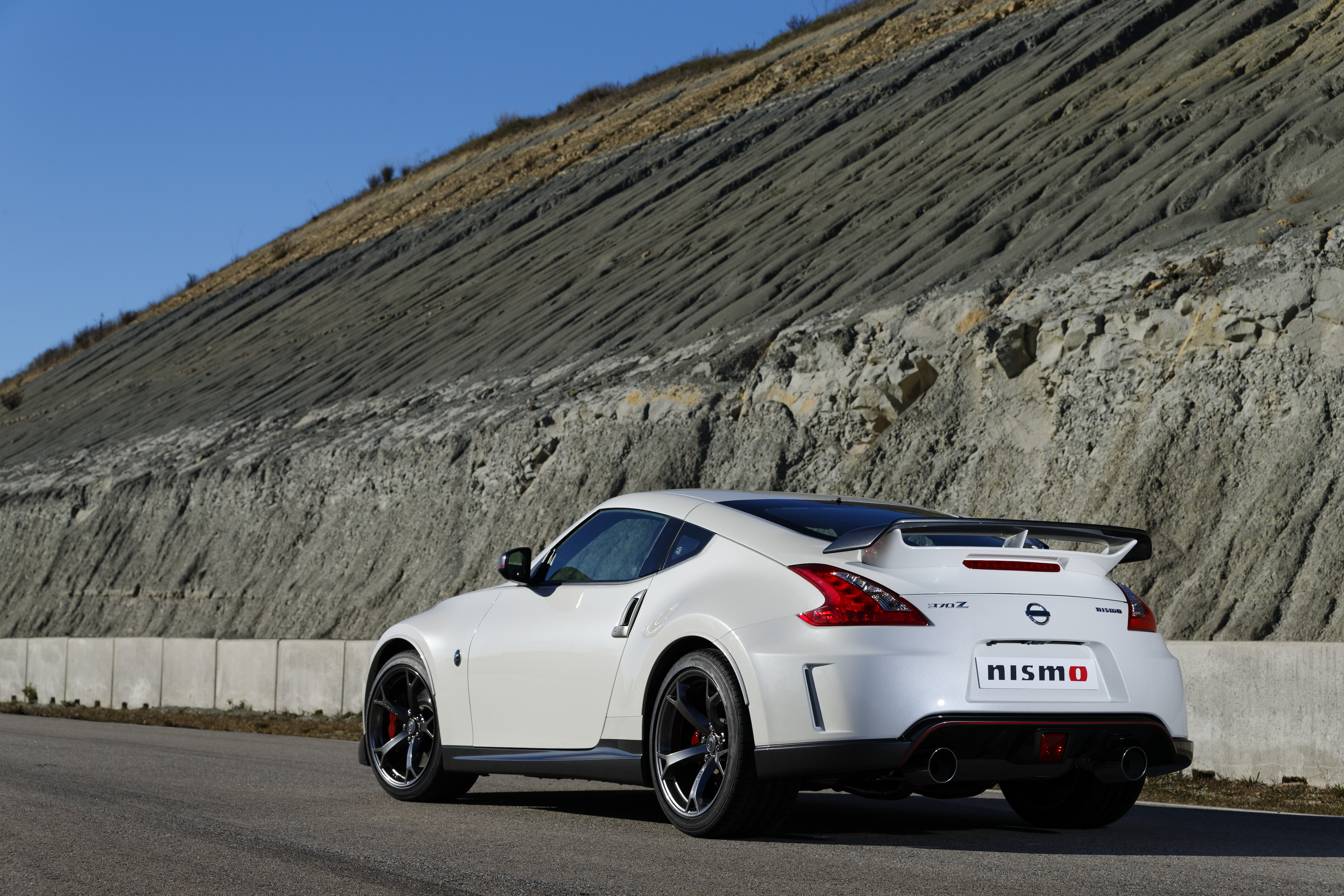 CHICAGO AUTO SHOW: Nissan Reveals 2014 370Z Nismo - AutoSpies Auto News