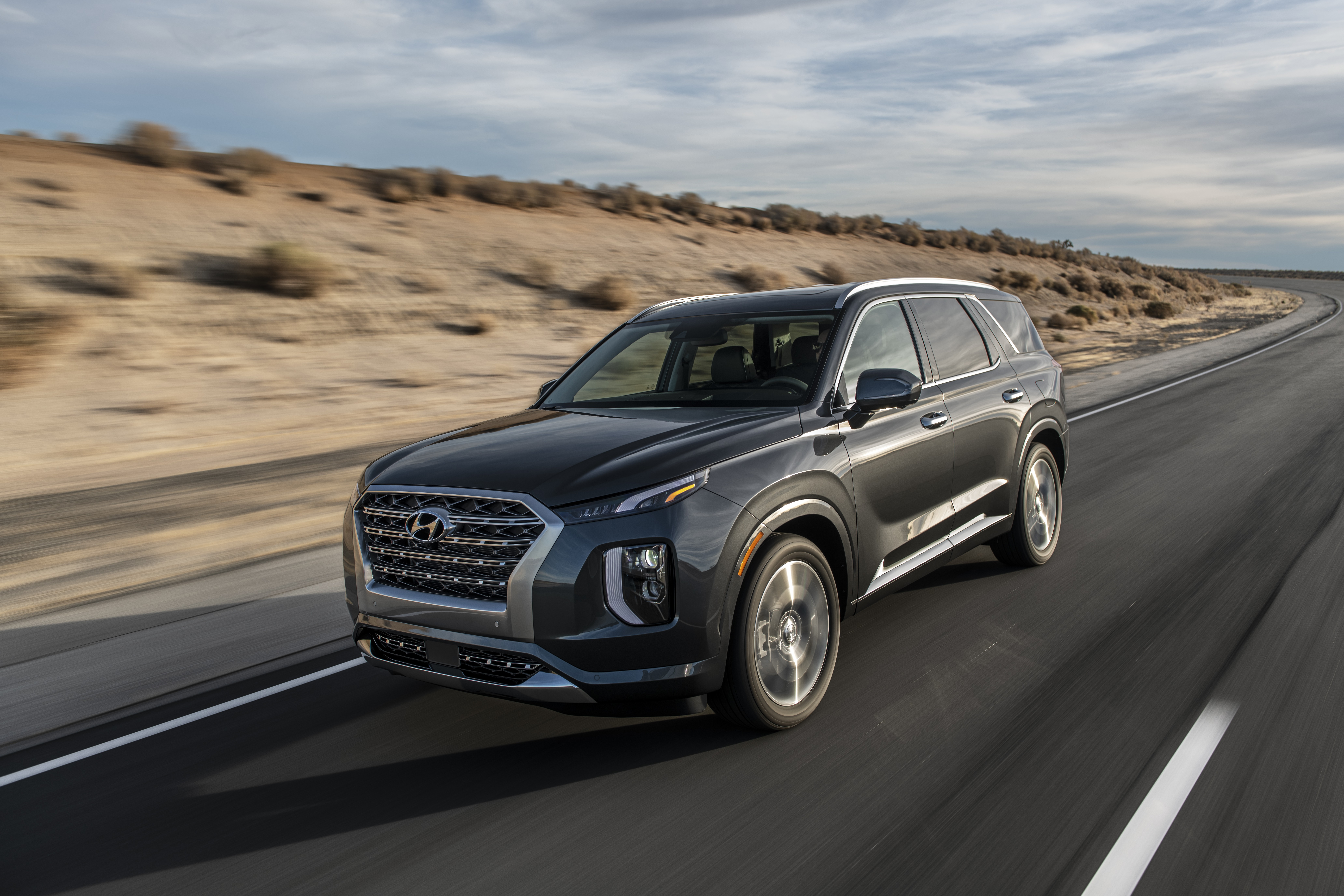 This New Hyundai Suv Is The Ultimate Family Vehicle For Practical Comfortable Daily Use And Memory Making Road Trips Whenever Eal Of Open