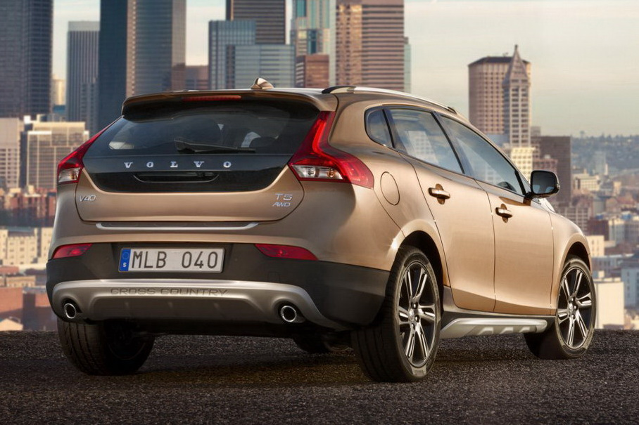 Volvo lifts up new Volvo V40 Cross Country for the whole