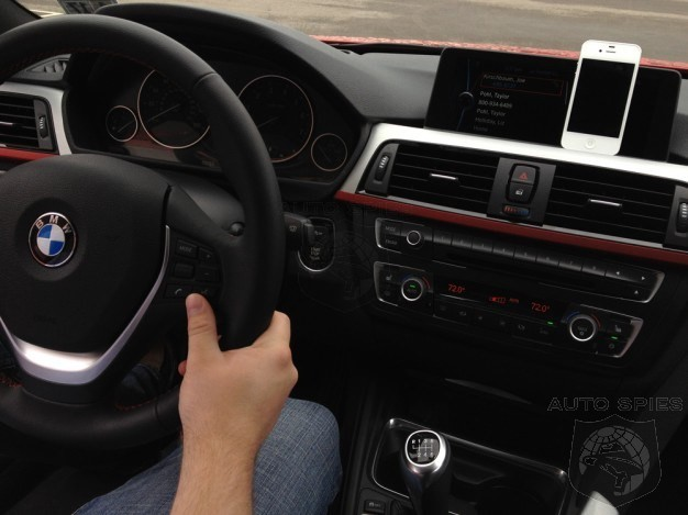 Who Will Win? Apple Wants Maps And Siri In Every Car - While The Fed Wants To Ban All Distractions