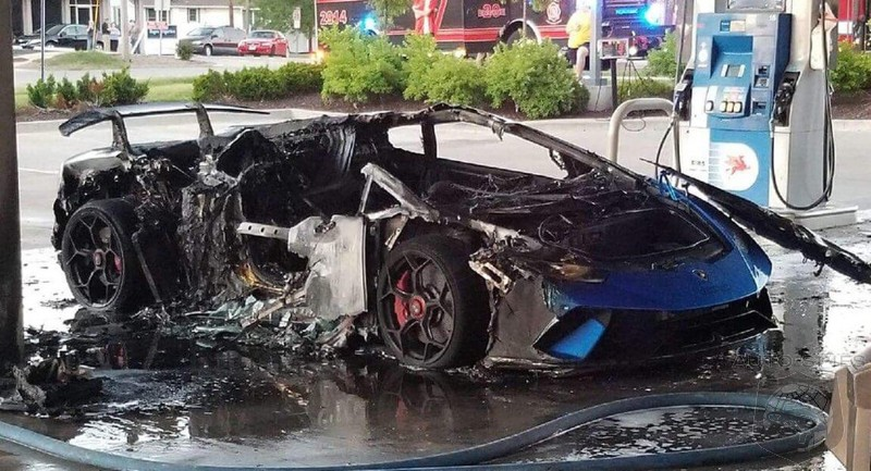 Inattentive Minivan Owner Inadvertently Torches Lamborghini Huracan