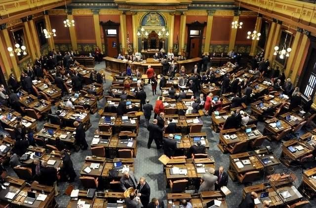 Michigan House Wants To Ban All Direct EV Sales EXCEPT Tesla How Is This Fair