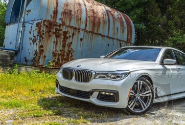 REVIEW: Is The All-New BMW 7-Series BEATING The Mercedes-Benz S-Class At Its Own Game? 00R Reveals All HERE!