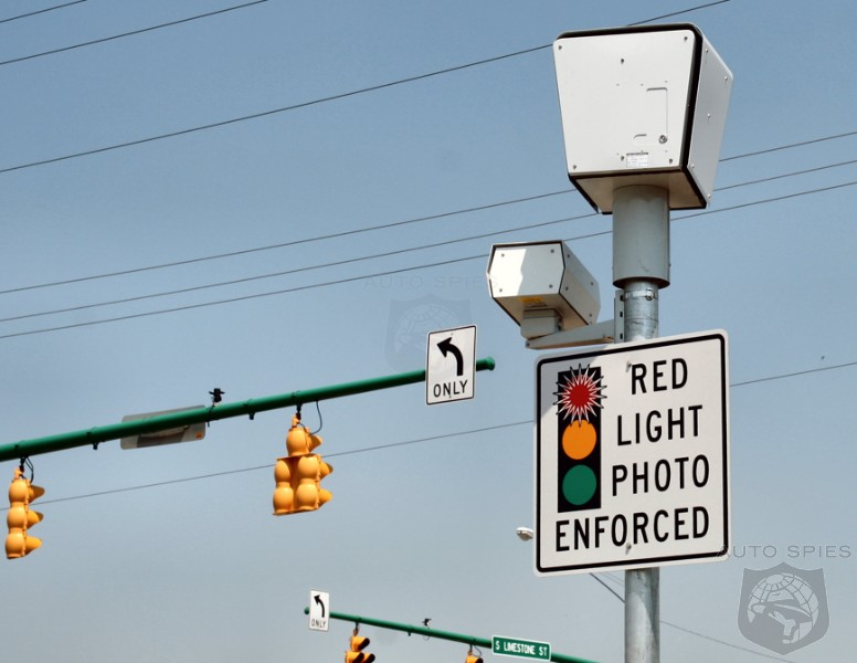 ANOTHER Reason To HATE Chicago — City Alters YELLOW Lights So They're Faster To Turn RED