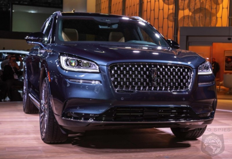 NYIAS The All new Lincoln Corsair Is Here Does It COMPLETELY Destroy The Cadillac XT4 Based On LOOKS Alone