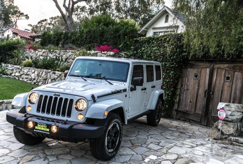 what 39 s this killer photos of the 2014 jeep wrangler. Black Bedroom Furniture Sets. Home Design Ideas