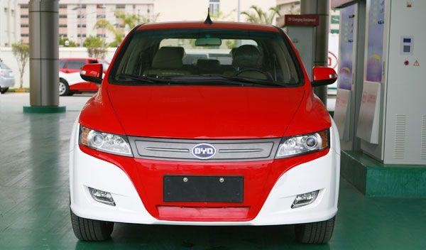 China gets electric taxis, which are capable of running about 300km/187miles on just one charge!