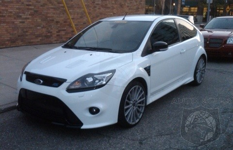 Forum member Justin over at FocusFinatics spotted this Frost White 2009 Ford