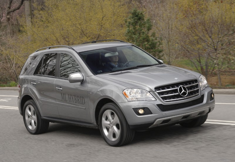 Mercedes benz ml450 hybrid makes its debut in the u s is for Mercedes benz ml450 hybrid
